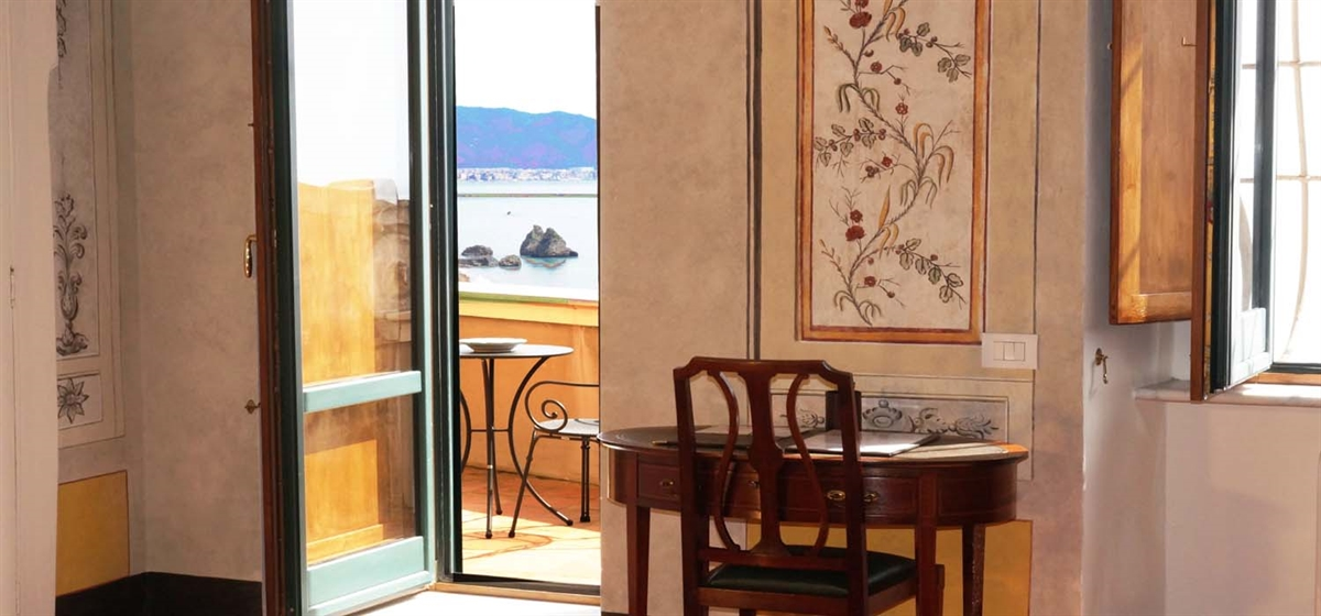 Exclusive room with sea view balcony